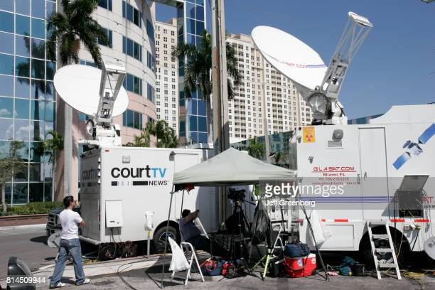 Court TV cable news satellite dish truck at the Anna Nicole Smith funeral hearing