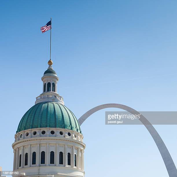 Courthouse and Gateway Arch in St. Louis