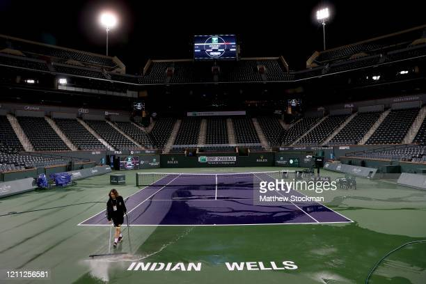 Courtmaster Jeffrey Brooker cleans the center court at the Indian Wells Tennis Garden on March 08 2020 in Indian Wells California The BNP Paribas...