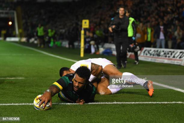 Courtney Lawes of Northampton Saints scores a try during the Aviva Premiership match between Northampton Saints and Bath Rugby at Franklin's Gardens...