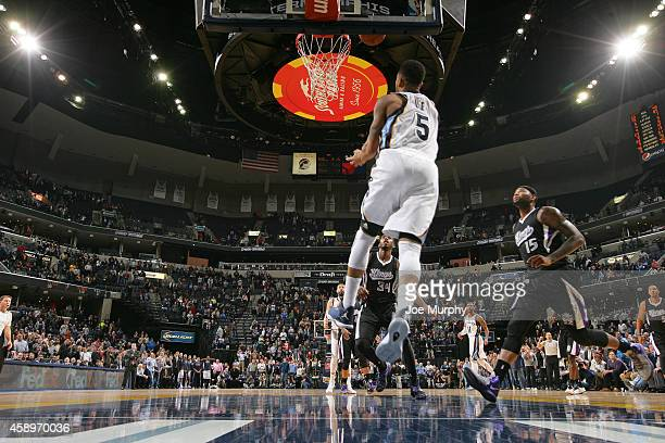 Courtney Lee of the Memphis Grizzlies hits the game winning shot against the Sacramento Kings on November 13, 2014 at FedExForum in Memphis,...