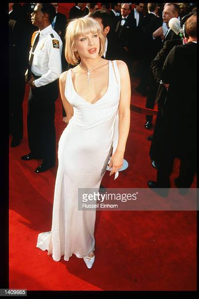 Courtney Love arrives at the 69th Annual Academy Awards ceremony March 24 1997 in Los Angeles CA