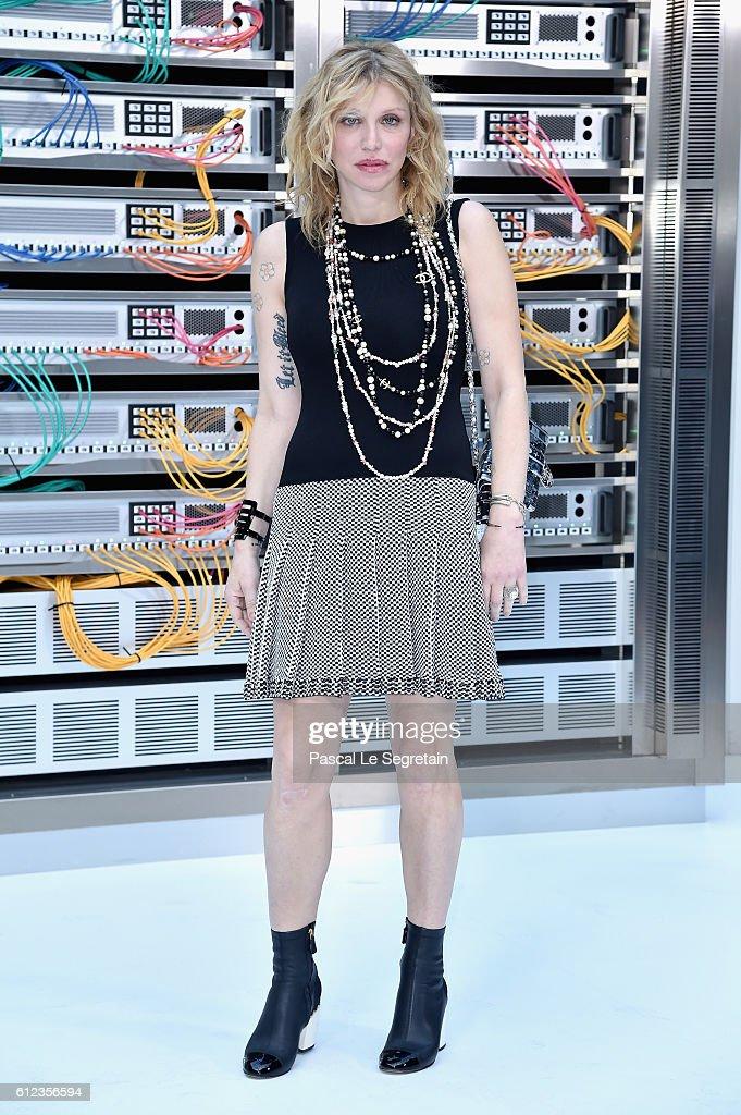 Chanel : Front Row  - Paris Fashion Week Womenswear Spring/Summer 2017