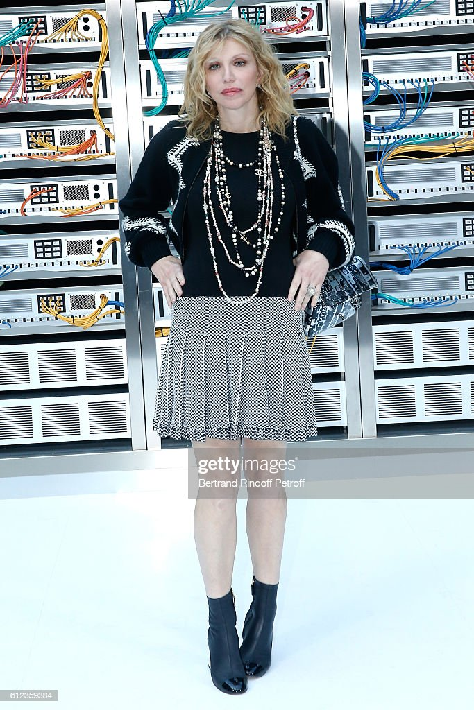 Courtney Love attends the Chanel show as part of the Paris Fashion Week Womenswear Spring/Summer 2017 on October 4, 2016 in Paris, France.