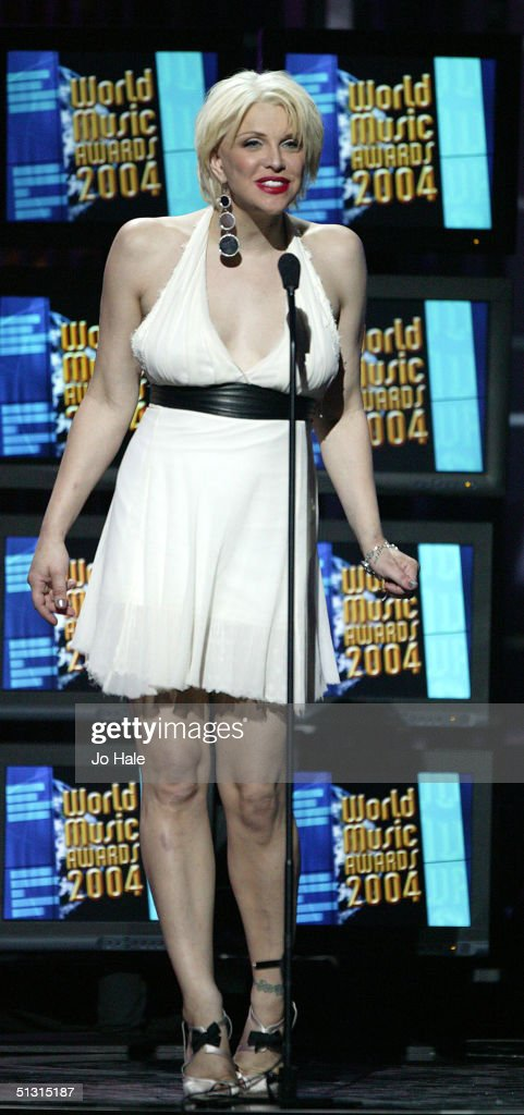 Courtney Love presents on stage at the 2004 World Music Awards at the Thomas & Mack Centre on September 15, 2004 in Las Vegas.