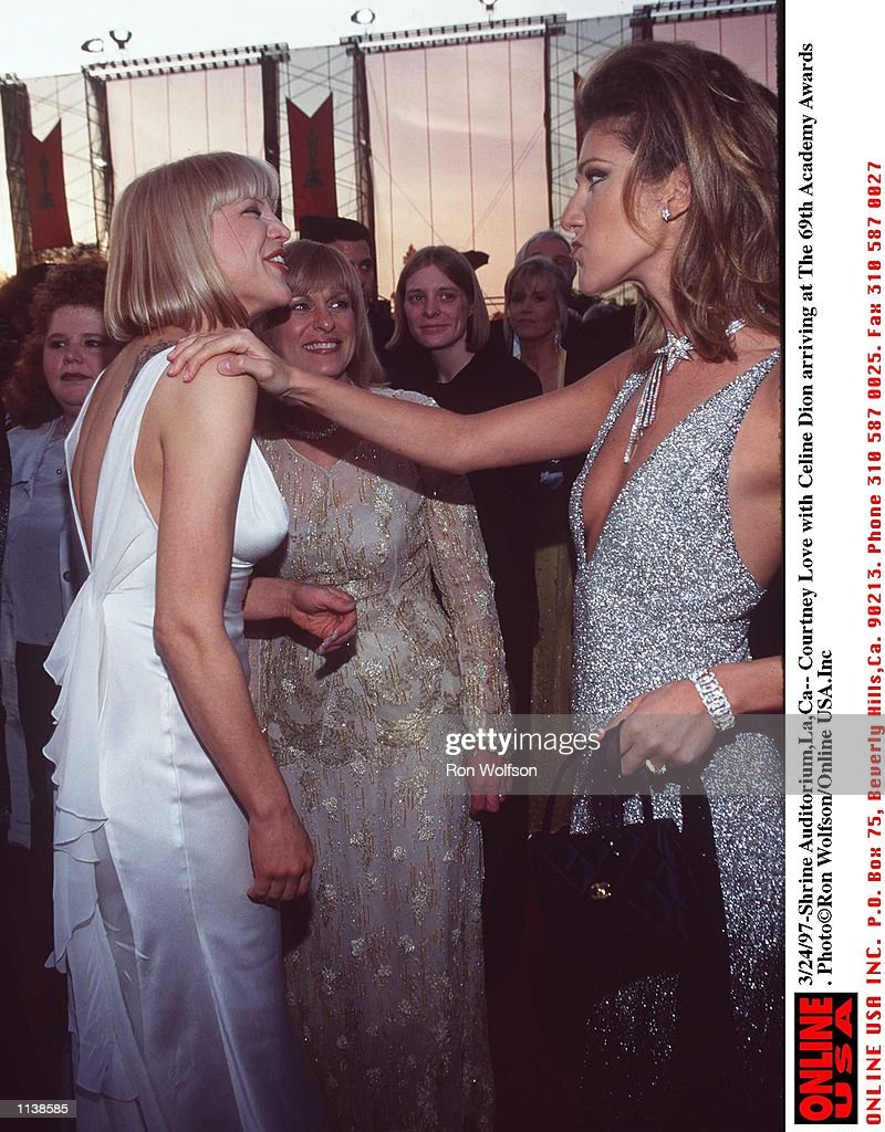 3/24/97-- Courtney Love with Celine Dion arriving at the 69th Academy Awards.at the Shrine Auditoriu : Photo d'actualité