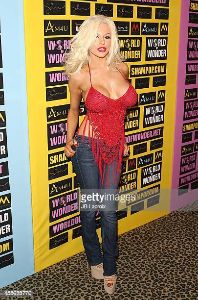 Courtney Stodden attends a private art exhibition of Hollywood's favorite Pop Culture artist Sham Ibrahim on September 18 in Hollywood California