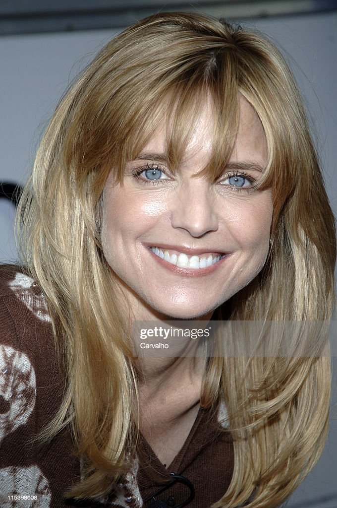 "Courtney Thorne-Smith Hosts ""Puppy Park"" in Central Park - June 18, 2005 : News Photo"