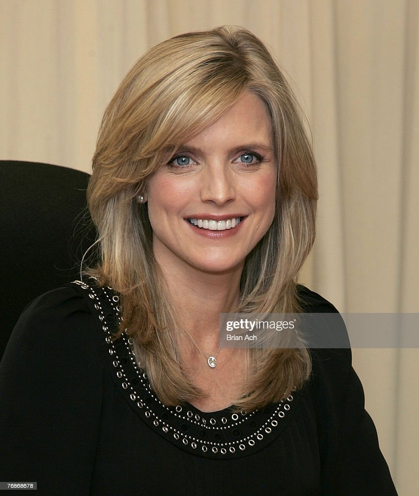 Courtney Thorne-Smith Signs Her New Book 'Outside In' On