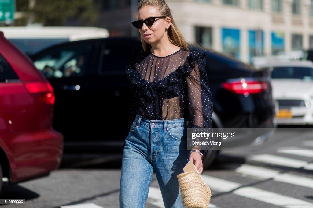 New York Fashion Week - Street Style - Day 7 : News Photo