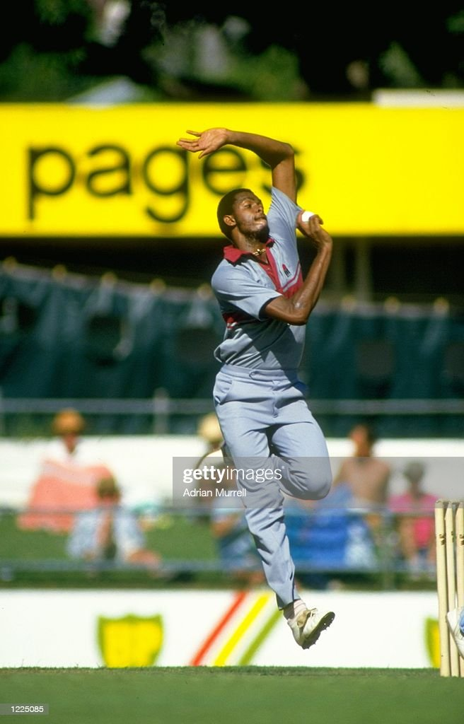 Courtney Walsh of the West Indies : ニュース写真