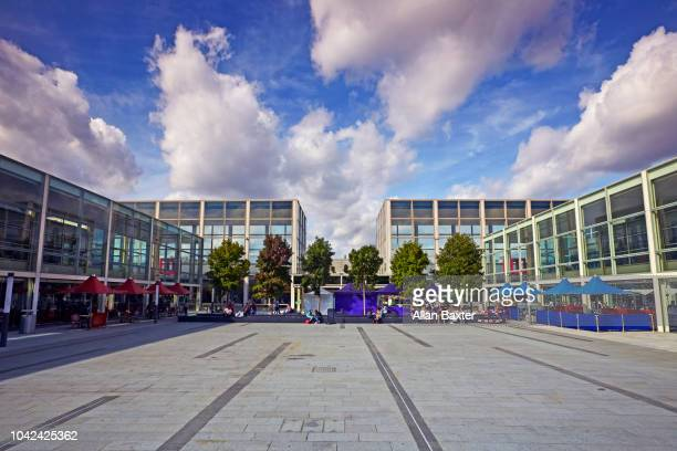 courtyard in the central milton keynes shopping area - milton keynes stock pictures, royalty-free photos & images