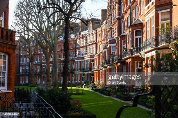 courtyard, knightsbridge, london uk - kensington and chelsea stock pictures, royalty-free photos & images