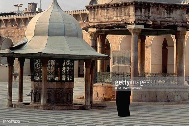 courtyard of mosque - aleppo stock pictures, royalty-free photos & images