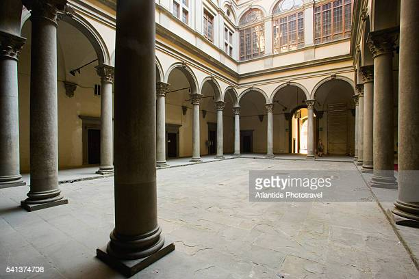 courtyard of palazzo strozzi - high renaissance stock pictures, royalty-free photos & images
