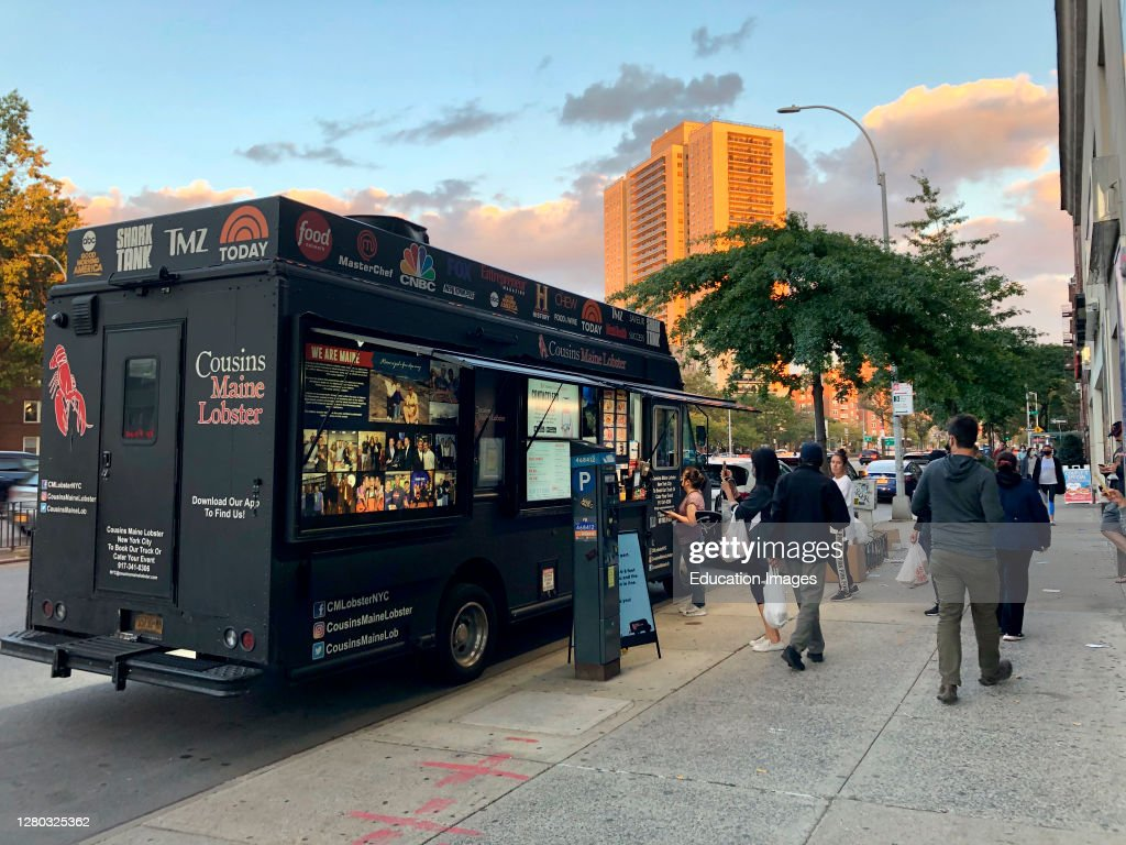 Cousins Maine Lobster food truck with ...