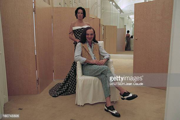Couture Collection Springsummer 1996 Givenchy By John Galliano Paris janvier 1996 le couturier anglais John GALLIANO créateur de la collection haute...