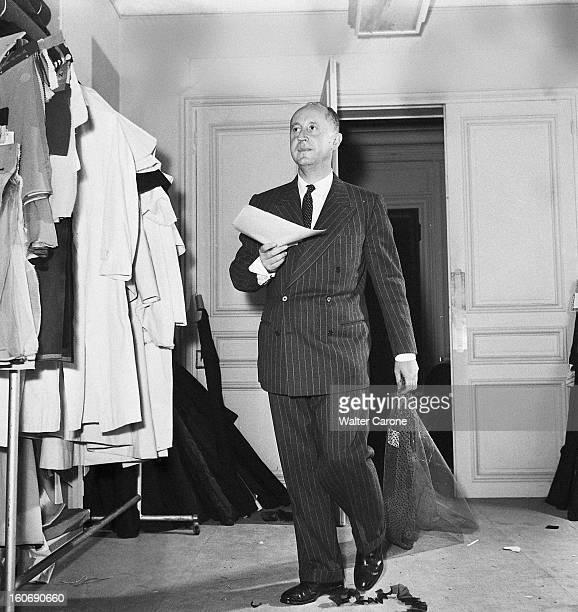 Couture Fall 1950 Collection Of Christian Dior Présentation de la collection haute couture Automne 1950 de Christian DIOR dans les salons de la...