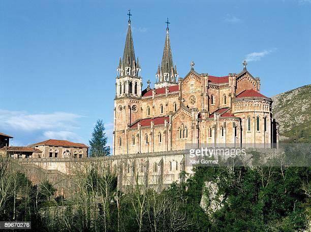 covadonga basilica cangas de onís, asturias - cielo stock pictures, royalty-free photos & images