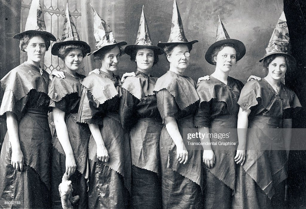 Halloween Witches Coven : News Photo