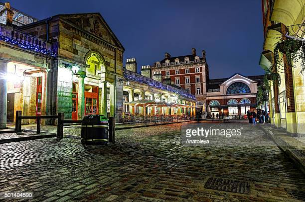 covent garden in the evening at christmas - covent garden - fotografias e filmes do acervo