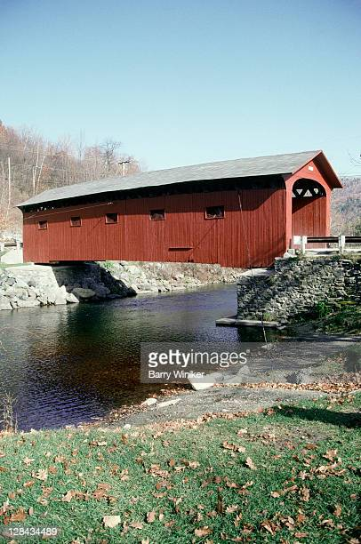 covered bridge, arlington, vermont - covered bridge stock pictures, royalty-free photos & images