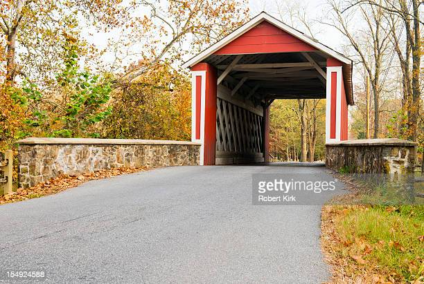 covered bridge - covered bridge stock photos and pictures