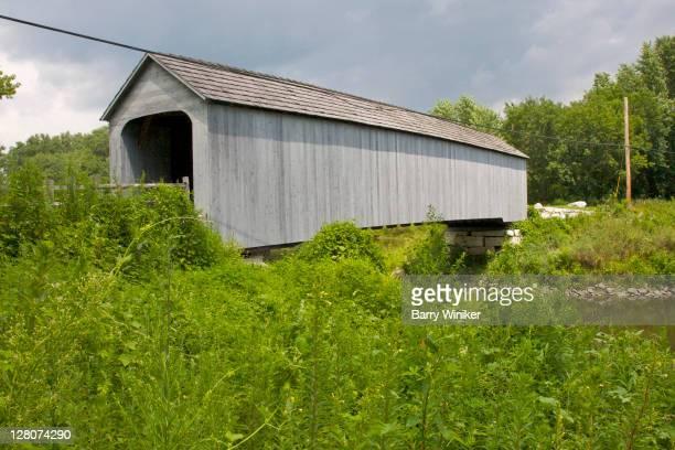 1854 covered bridge, sheffield, berkshires, massachusetts, new england, usa - newpremiumuk stock pictures, royalty-free photos & images