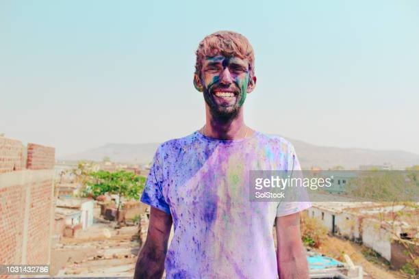 covered in paint at holi festival, india - festival goer stock pictures, royalty-free photos & images