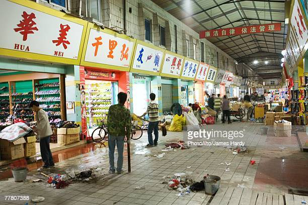 covered market at closing time - 広東省 ストックフォトと画像