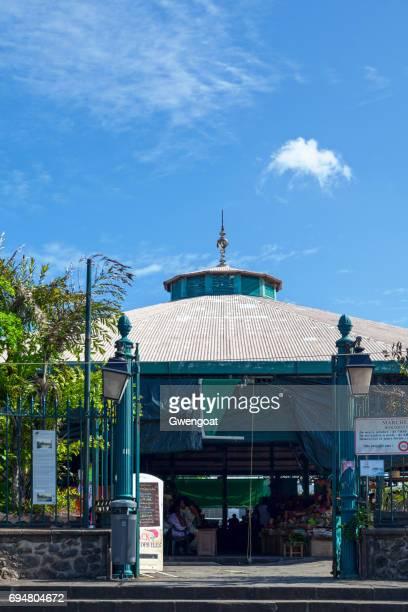 overdekte markt van saint-pierre - gwengoat stockfoto's en -beelden