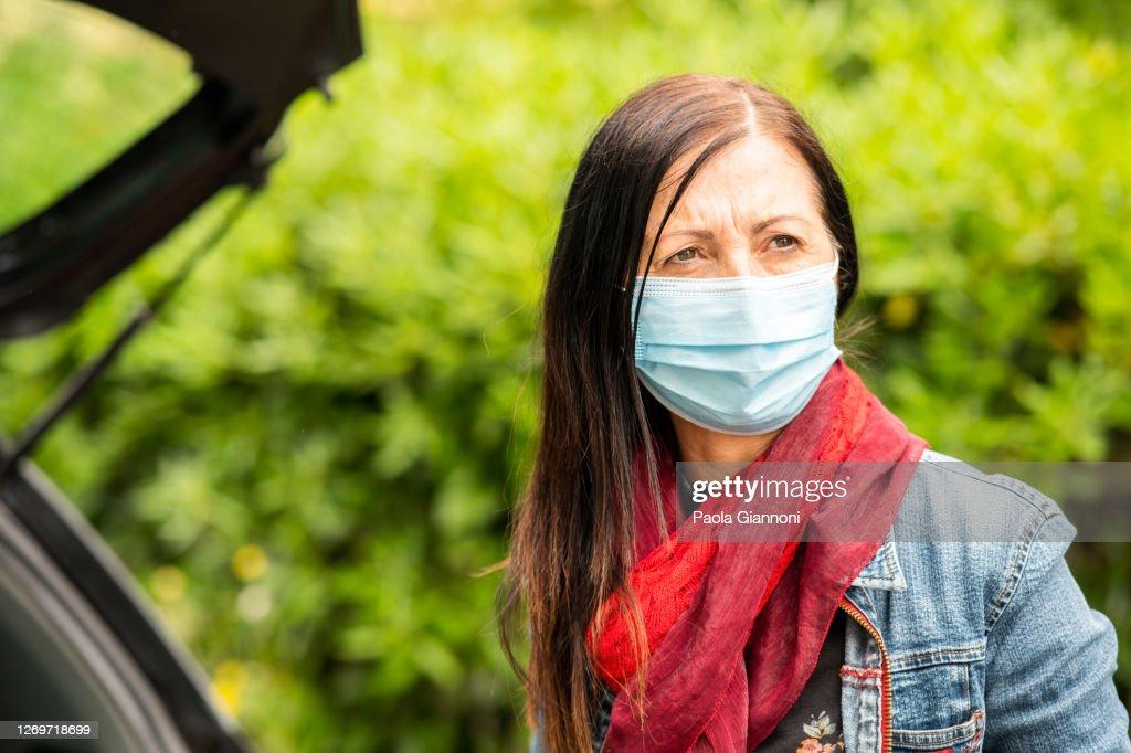 Covid 19 Nahaufnahme Der Frau Mit Schutzmaske Nach Dem