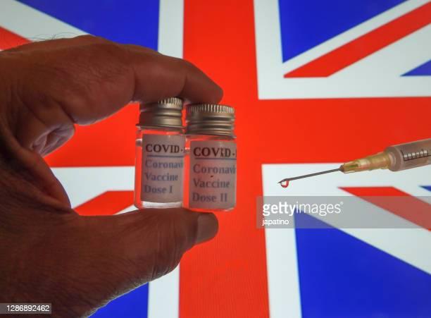 covid 19 vaccine - vereinigtes königreich stock-fotos und bilder