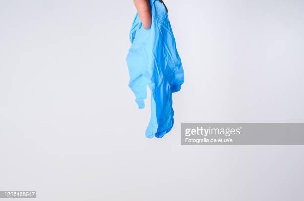 covid-19 blue glove - ゴム手袋 ストックフォトと画像