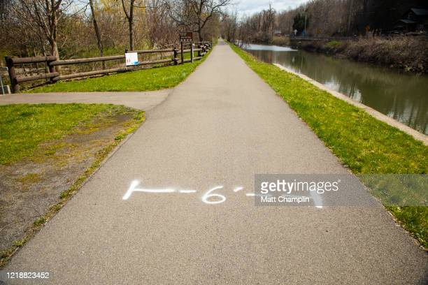 covid-19 coronavirus social distancing signs on hiking trail - syracuse new york stock pictures, royalty-free photos & images