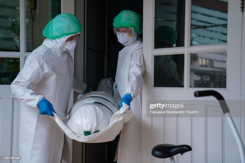 Covid-19 Dead Death Increases Every Day. Staff Wrapped Up The Dead Bodies Of Coronavirus Covid-19 : Photo