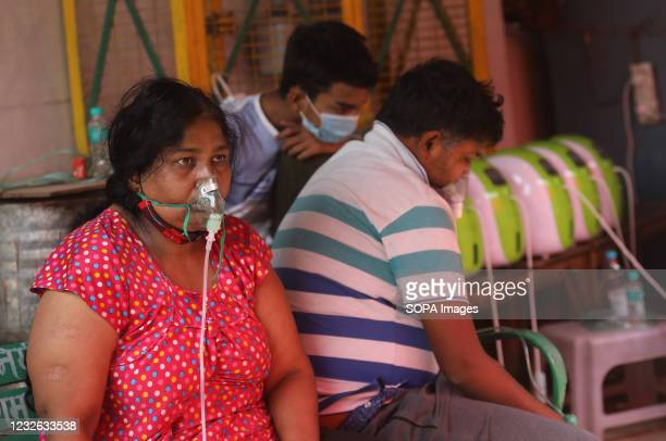 Covid-19 patient who is suffering from breathing difficulty breaths with the help of oxygen mask outside Gurudwara. India has recorded 401,993 fresh...