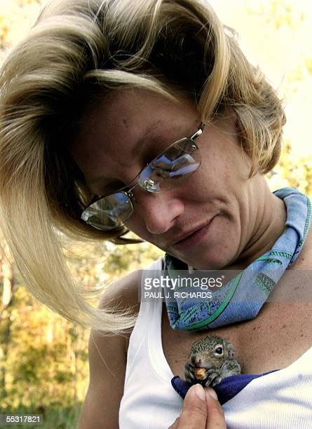 Covington, UNITED STATES: Hurricane Katrina victim Sondra Sercovich from Mandeville, Louisiana, waits in line for a food stamp application 08...