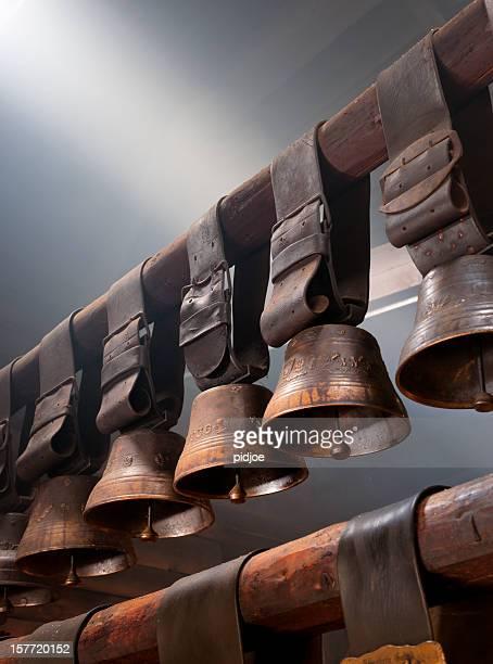cow Glocken auf Dachbalken