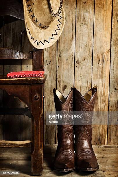 des bottes de cow-boy et bonnet - bottes en cuir photos et images de collection