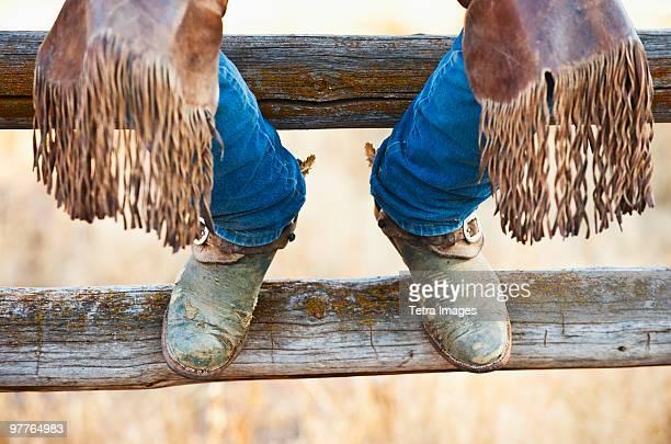 cowboy boots on fence - 乗馬ズボン ストックフォトと画像