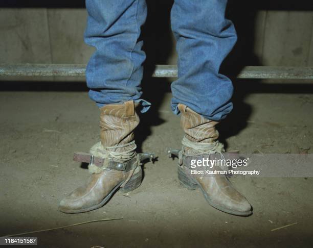 cowboy boots with spurs and ropes in jeans - houston rodeo stockfoto's en -beelden