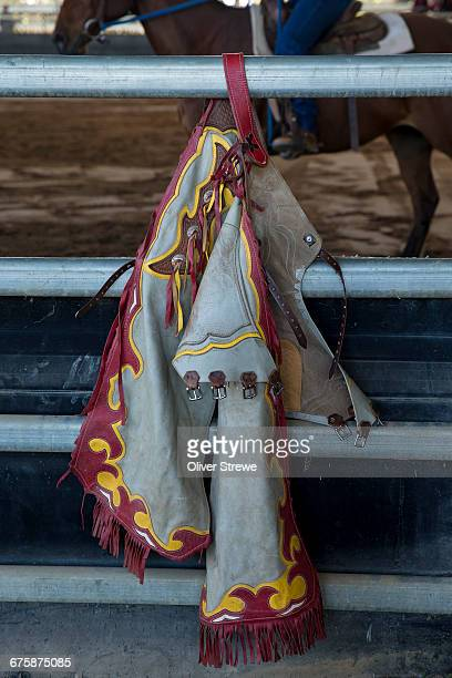 cowboy chaps - pantalón de cuero fotografías e imágenes de stock