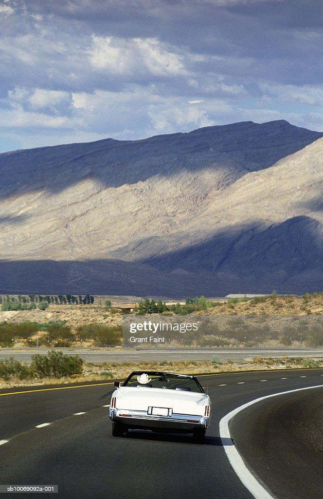 Cowboy driving Cadillac : Stockfoto