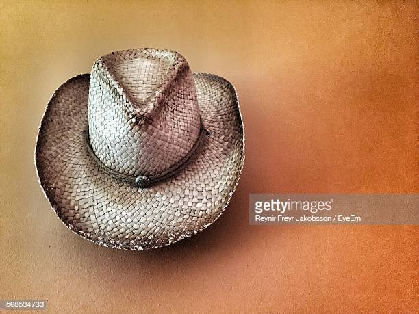 cowboy hat hanging on wall at home - cowboy hat stock pictures, royalty-free photos & images