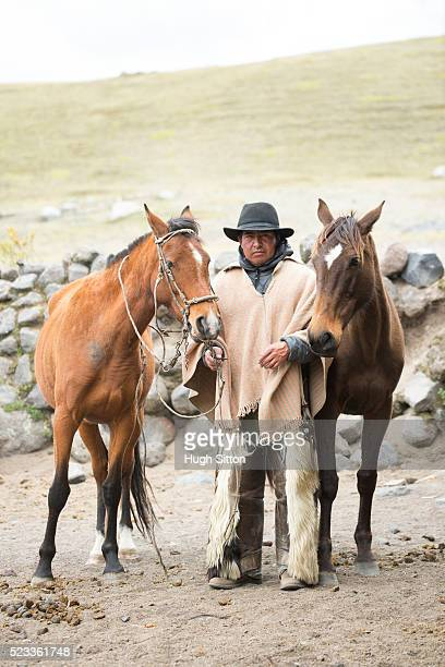 cowboy in traditional costume, cotopaxi national park, ecuador - hugh sitton imagens e fotografias de stock