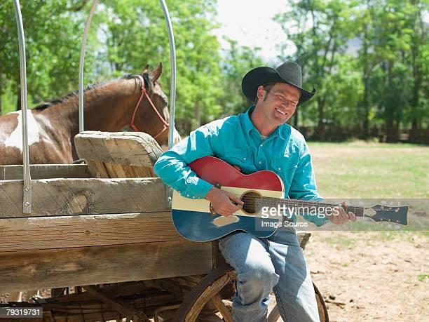 cowboy mit gitarre - country musik stock-fotos und bilder