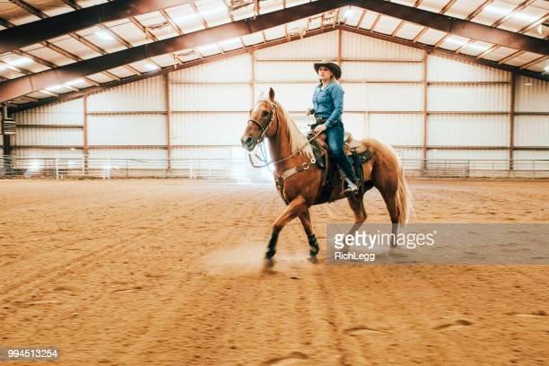 prática de vaqueira - estadio de los cowboys - fotografias e filmes do acervo