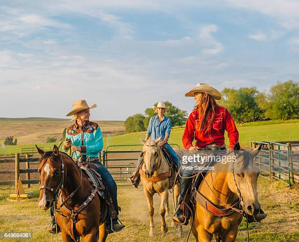 cowgirls riding horseback on ranch - cowgirl photos et images de collection