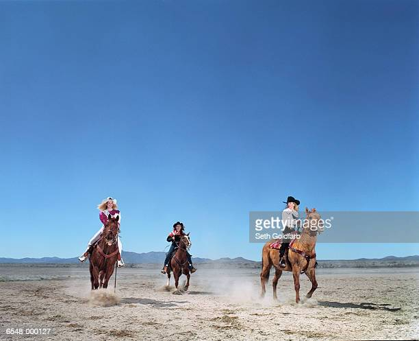 cowgirls riding horses - cowgirl photos et images de collection